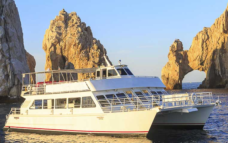 Photo of a Boat in Cabo San Lucas in front of the Arch