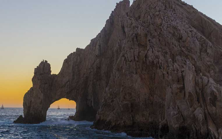 The majestic Cabo Arch looking at it from the Glass Bottom Boat Trip